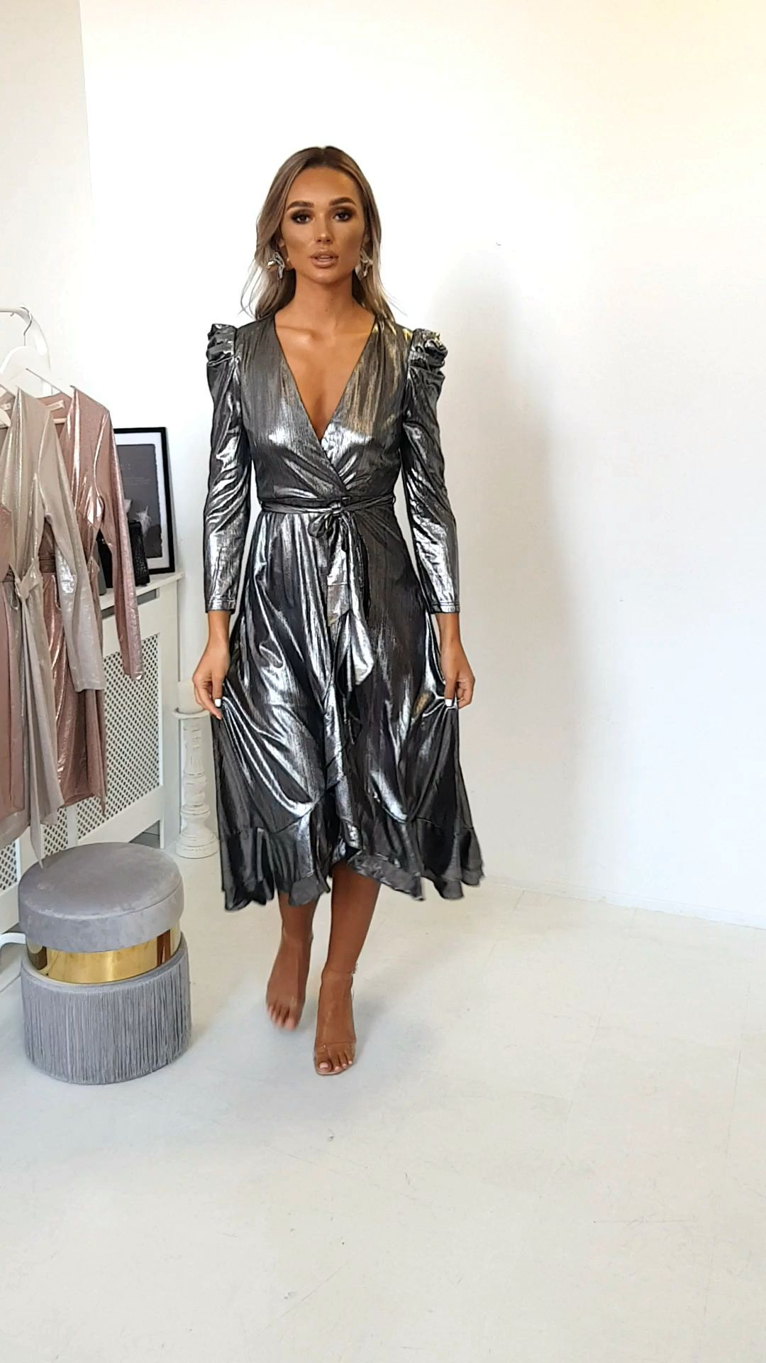55 Perfect And Cool Midi Dress 28 Cool Dress Midi Perfect In 2020 Kleider Mode Satinkleider Kleider