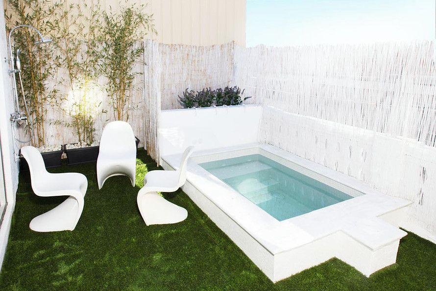 Una bonita casa con minipiscina piscinas pinterest for Decoracion patio con piscina