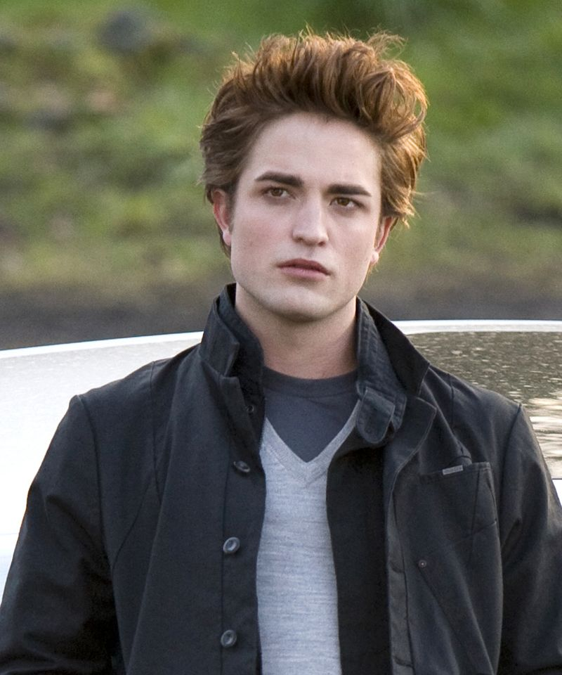 Why Twilight vampires suck, and True Blood is HOT