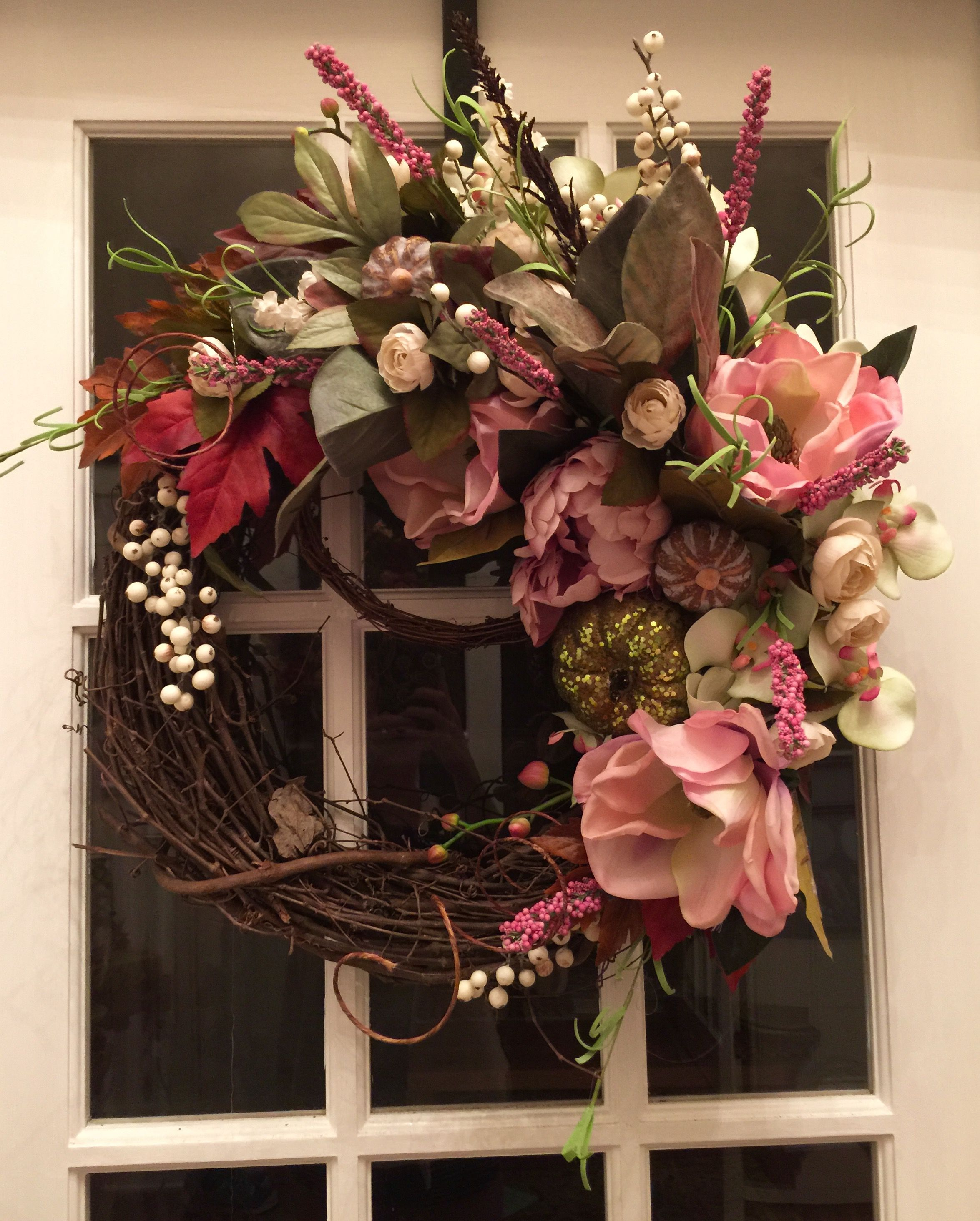 Summer Wreath, Spring Wreaths, Door Reefs, Grapevine Wreath, Door Design,  Flower Arrangement, Wall Pockets, Fall Decorations, Deco Mesh