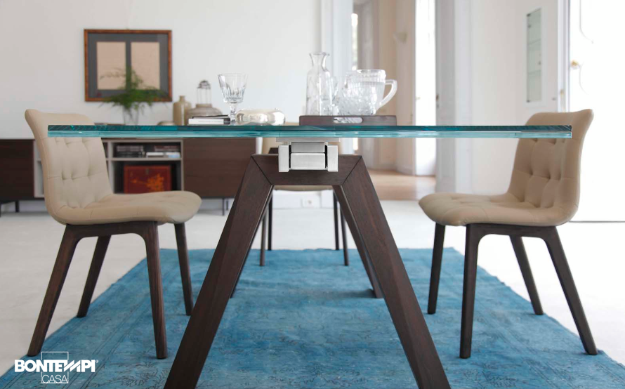 Tavolo aron abbinato alla sedia kuga dinners room