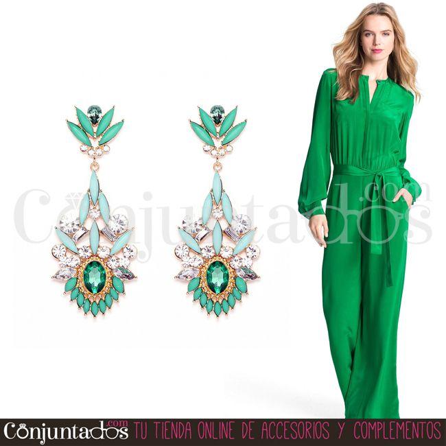 Que viva el color y la elegancia. Los pendientes Amelia quedan fabulosos con outfits de fiesta ★ 14,95 € en https://www.conjuntados.com/es/pendientes/pendientes-largos/pendientes-amelia-verdes-con-strass.html ★ #novedades #pendientes #earrings #conjuntados #conjuntada #joyitas #lowcost #jewelry #bisutería #bijoux #accesorios #complementos #moda #eventos #bodas #wedding #party #invitadaperfecta #fashion #fashionadicct #picoftheday #outfit #estilo #style #GustosParaTodas #ParaTodosLosGustos