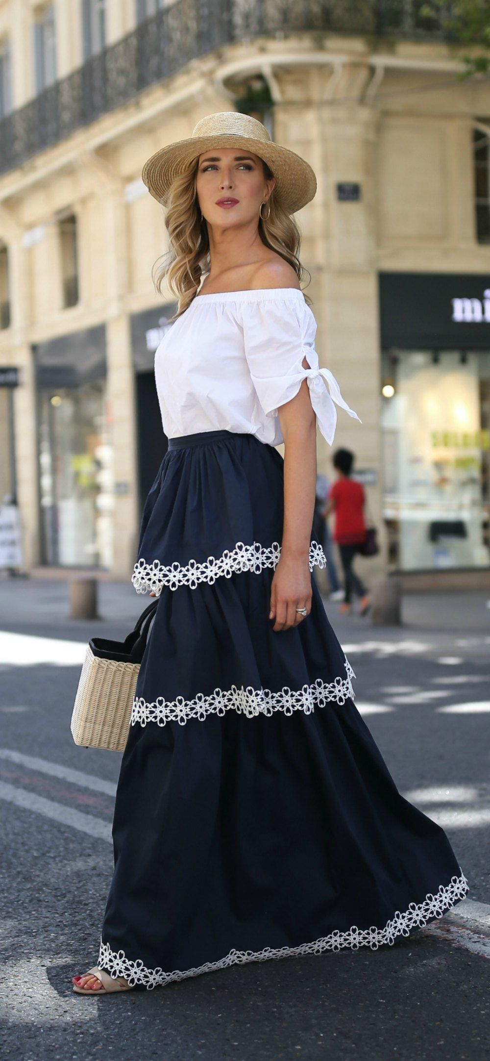 9d15a008c5b87 Click for outfit details! Navy tiered maxi skirt