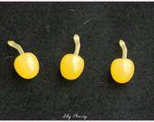 Petite cerise jaune miniature pour créations gourmandes fimo kawaii x1 cherry : Pâtes polymères et accessoires par lilycherry