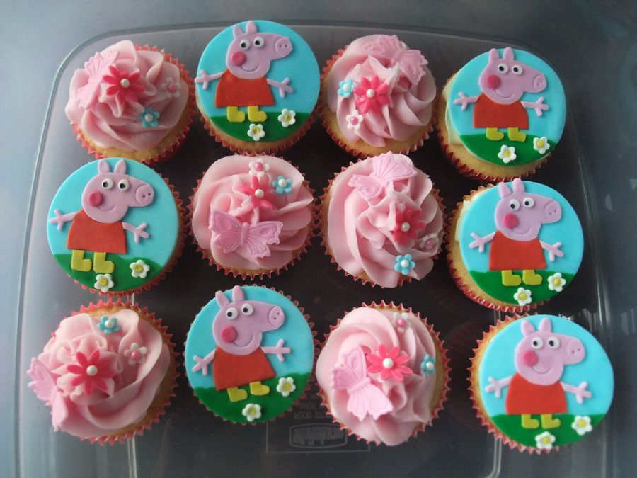 Peppa Pig Cake and Peppa Pig Cupcakes