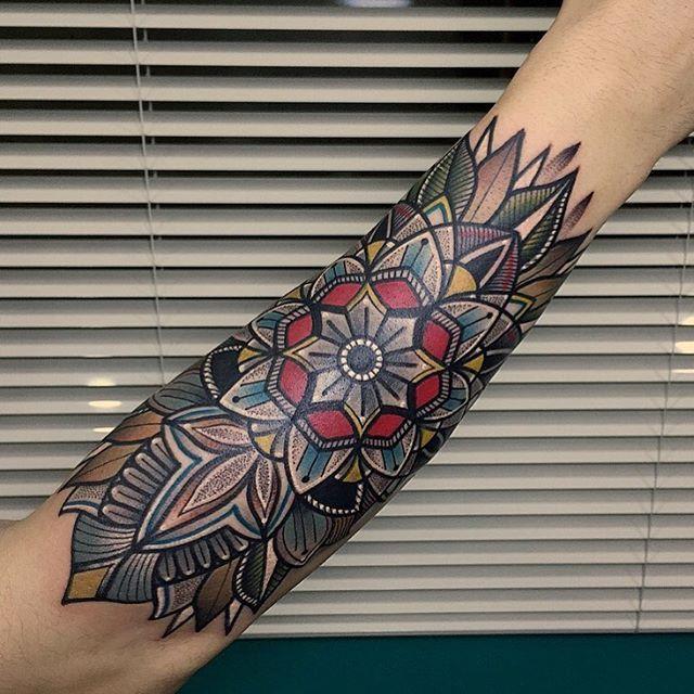 mandala tattoo tattoos tatouage tatouage bras. Black Bedroom Furniture Sets. Home Design Ideas