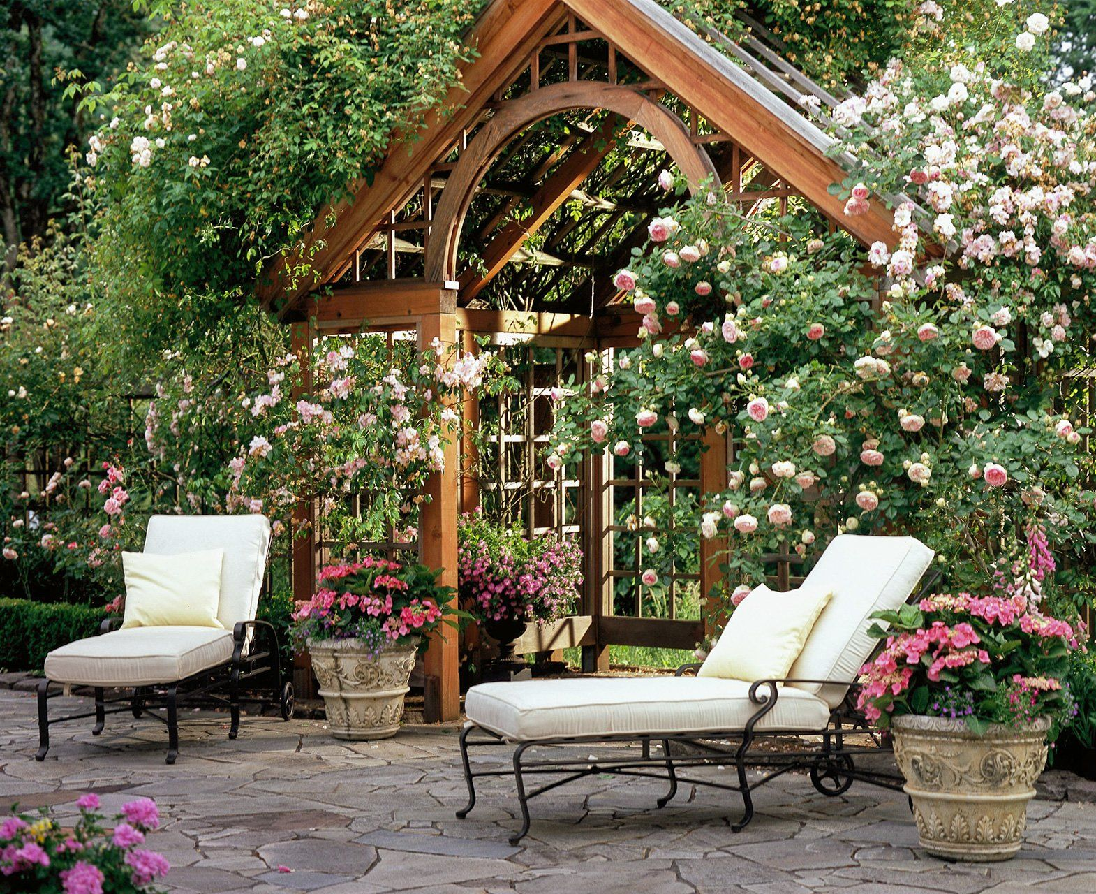 20 Landscaping Ideas to Perk Up Your Backyard