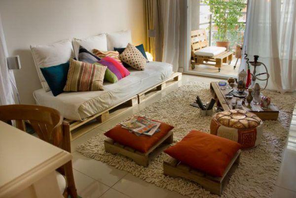 Salone e una terrazza arredata con pallet   Arredo   Pinterest ...