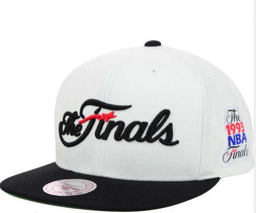 26f9dbeaf39 Mitchell   Ness Chicago Bulls 1993 NBA Finals White Black Snapback Hat