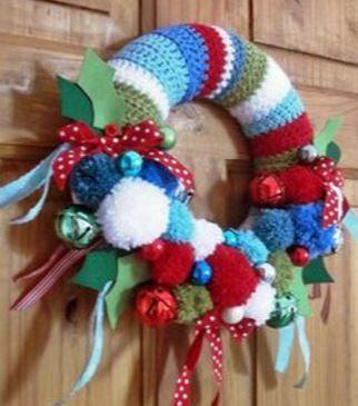 10 Coronas Navideñas Tejidas Para Puertas Mi Fiesta Inolvidable Coronas Navideñas Manualidades Ganchillo Navidad