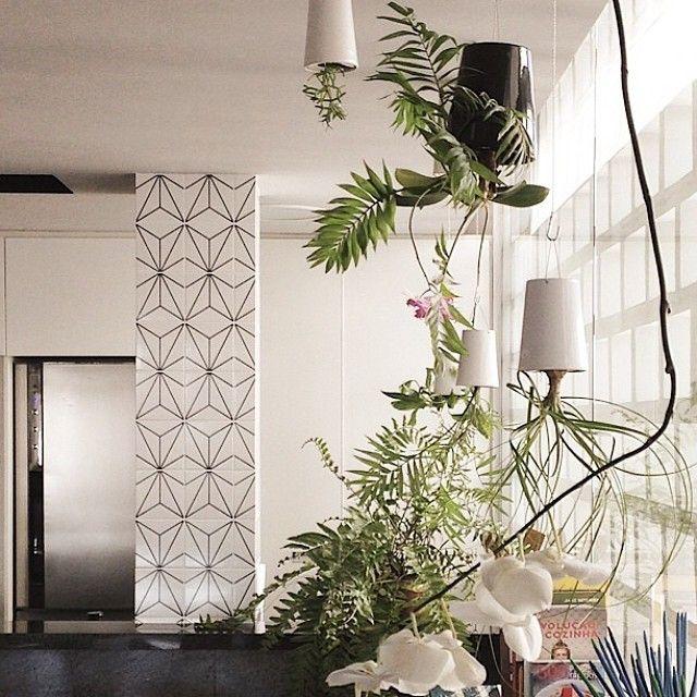 Projeto lindo do @filiperamosdesign com azulejos especiais Lurca na revista @revistacasaclaudia desse mês ;-) // Shop Online http://www.lurca.com.br/ #azulejos #azulejosdecorados #revestimentos #arquitetura #reforma #decoração #interiores #decor #casa #sala #design #cerâmica #tiles #ceramictiles #architecture #interiors # homestyle #livingroom #wall #homedecor