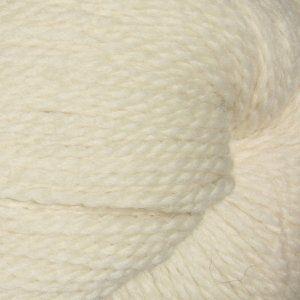100% naturlig, ufarget ull fra Peru. Fargene er akkurat slik de er på sauen. Garnet er tykt og mykt og kan gjerne brukes til flettestrikk. Det kan også toves. Du får en jakke ut av 2 av disse 250 grams hespene, for eksempel denne lekre flettejakka (Ravelry). Under 300 kroner for en økologisk ulljakke eller genser!   Økologisk/ubehandlet ull ~ 100 % peruviansk høylandsull Løpelengde: 437 meter/250 gram Strikkefasthet 14 m = 10 ...