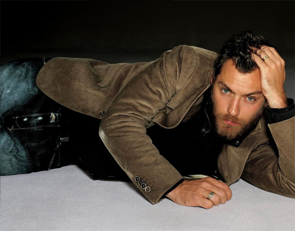 Pin on Jude Law ☉ hey! don't let me down...♥