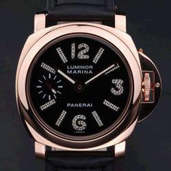 Luminor Marina de Panerai. Cualquier versión me vale, pero claro, este de oro rosa y diamantes blancos y negros, es igual de inalcanzable que de deseable.