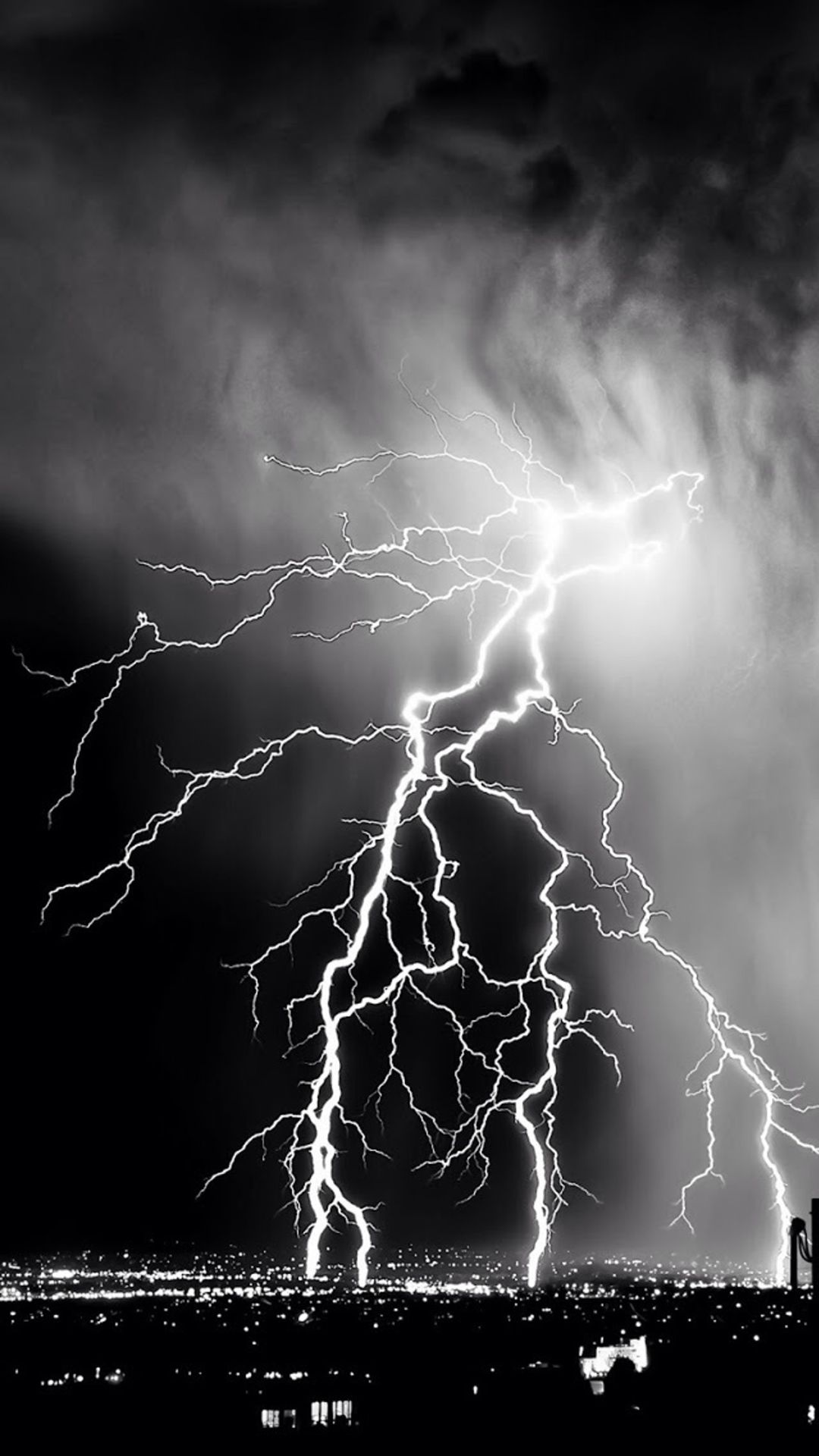 Storm Lightening Over City IPhone 7 Wallpaper