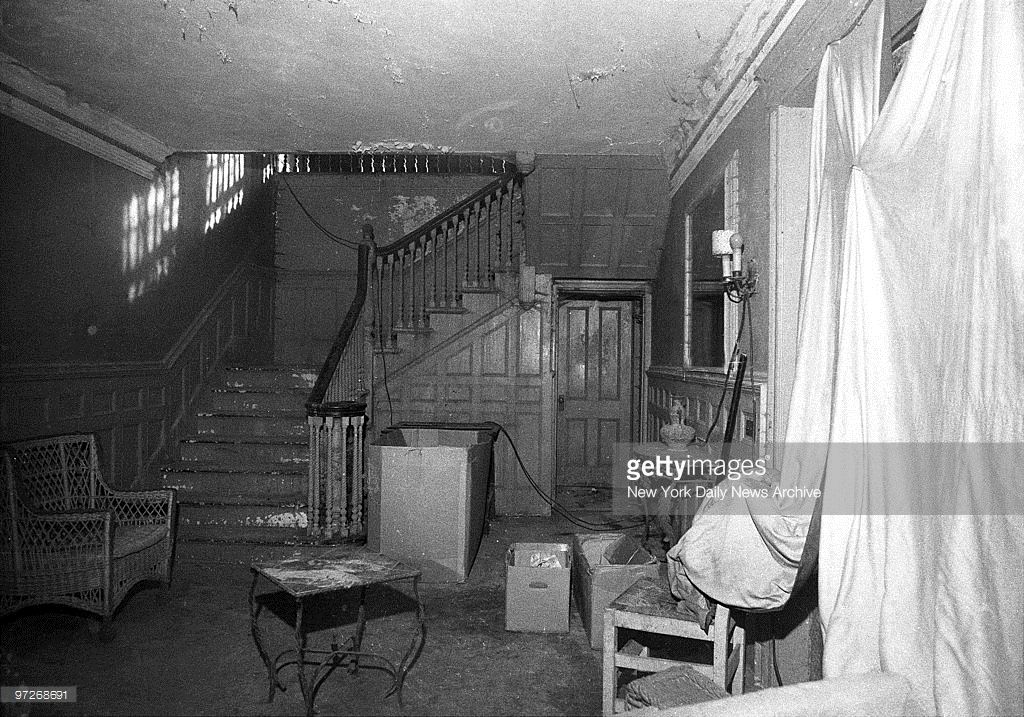 Interior of house lived in by Edith Bouvier Beale, Jackie ...