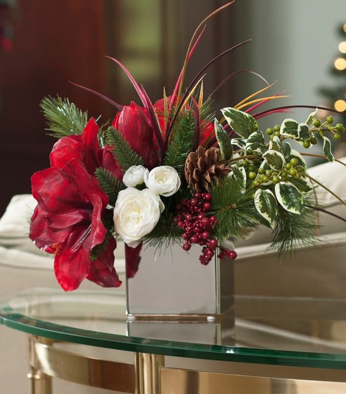 rote Blumen Tischdeko arrangieren Weihnachten