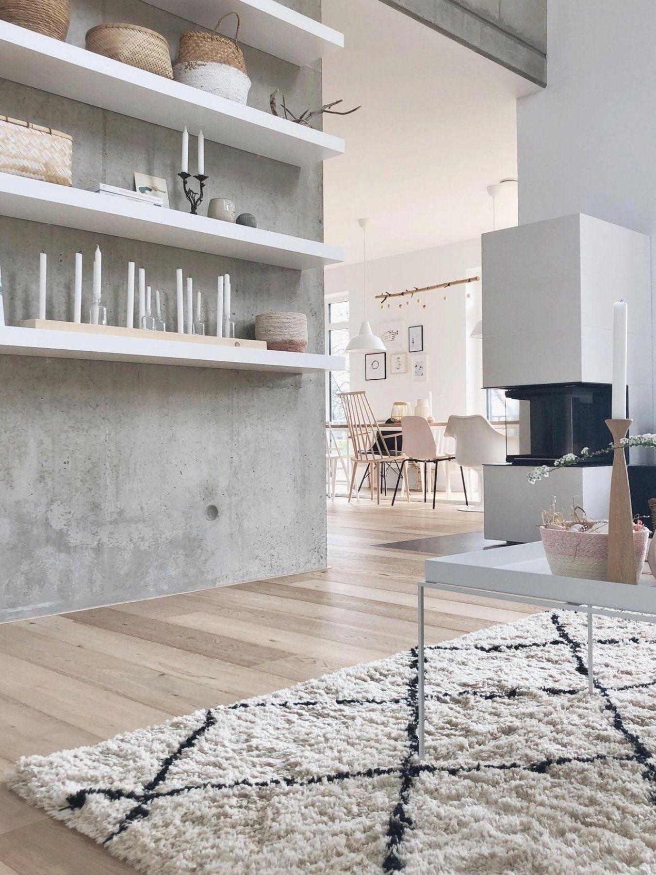 Sichtbeton im Wohnzimmer  #sichtbeton#livingroom#betonwand#esstisch#offeneswohnen#whitehome#minimalism