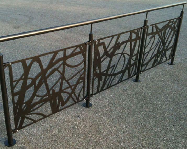 Garde-corps en métal   en tôle perforée   pour balcon ESCALIER - garde meuble pas cher ile de france