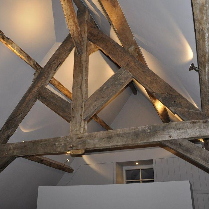 eclairage d 39 ambiance spots non encastr s sur poutre apparente clairage int rieur. Black Bedroom Furniture Sets. Home Design Ideas