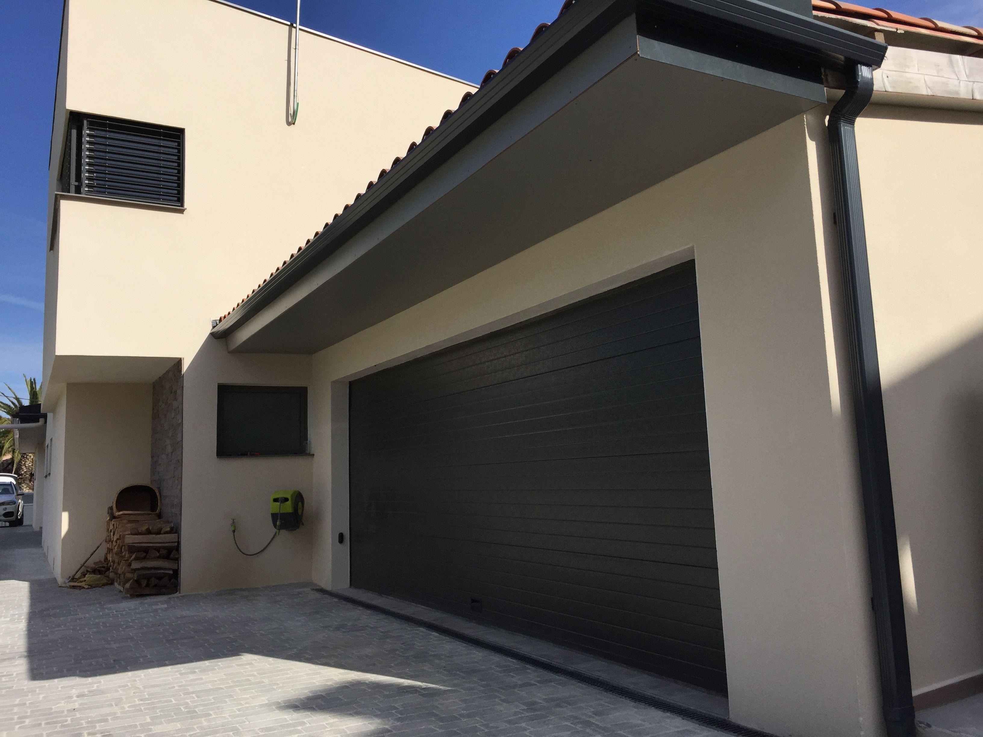 porte de garage sectionnelle rainures horizontales porte de garage pinterest porte. Black Bedroom Furniture Sets. Home Design Ideas