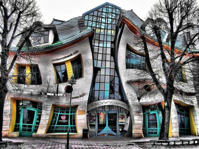 観光ついでにぜひ立ち寄りたい!おとぎの国みたいな不思議な建築