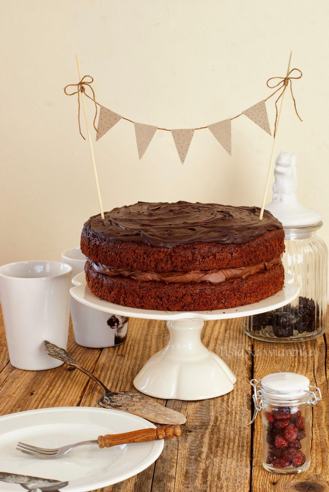 Kremowy Tort Czekoladowy Ze śliwkami Słodkości Desery