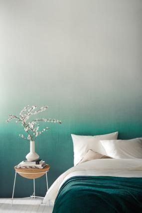 Schlafzimmer in blau weicher farbverlauf von petrolblau for Petrolblau wandfarbe