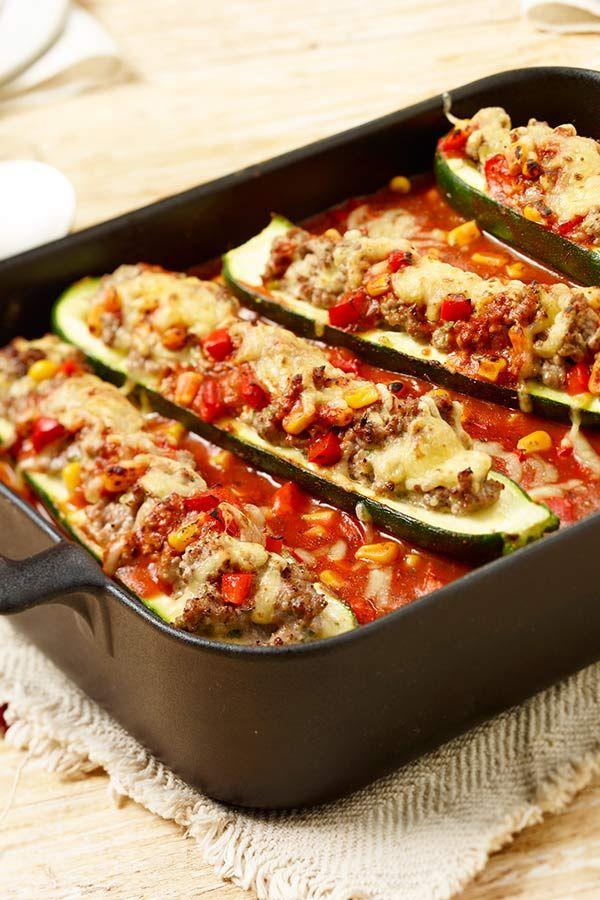 Gefüllte Zucchini in Tomatensauce