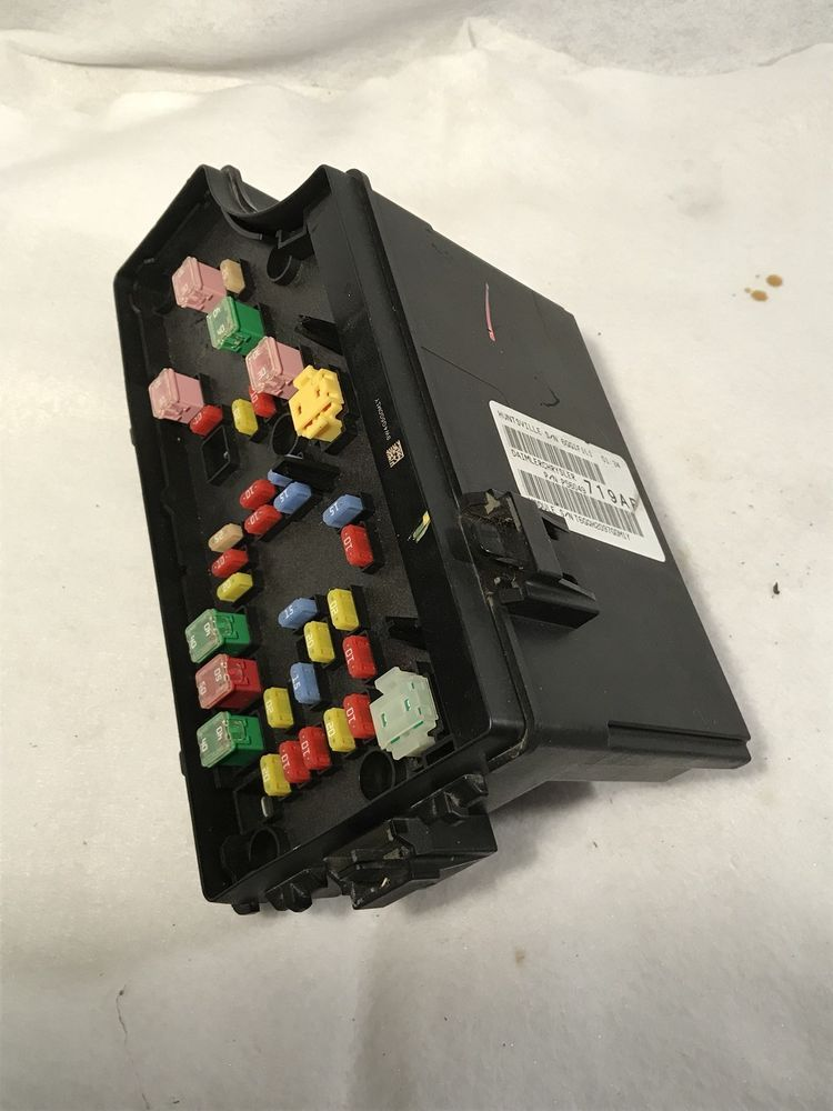 0610 CHRYSLER PT CRUISER FUSE RELAY JUNCTION BOX POWER