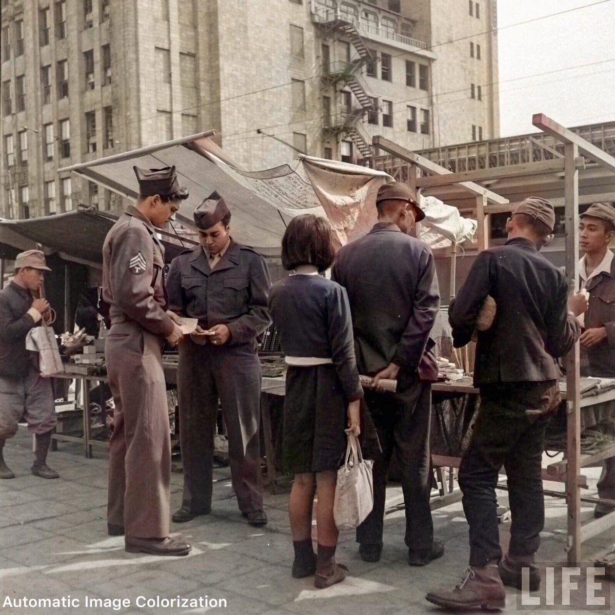 戦後の東京の闇市。1946年に「LIFE」誌のカメラマンが撮影した写真 ...