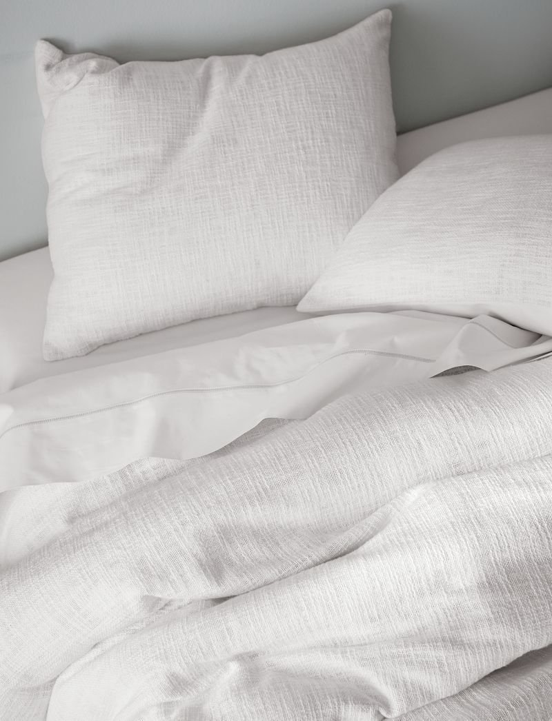 At Crate And Barrel We Ve Assembled A Bedding Guide Containing Premium Textiles Mattresses And Accessories To Help You Design Your Own Be Duvet Bedding King Sheet Sets White Duvet Covers