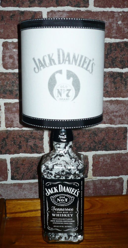 Jack daniels liquor bottle table lamp j d guitar for Meuble jack daniels