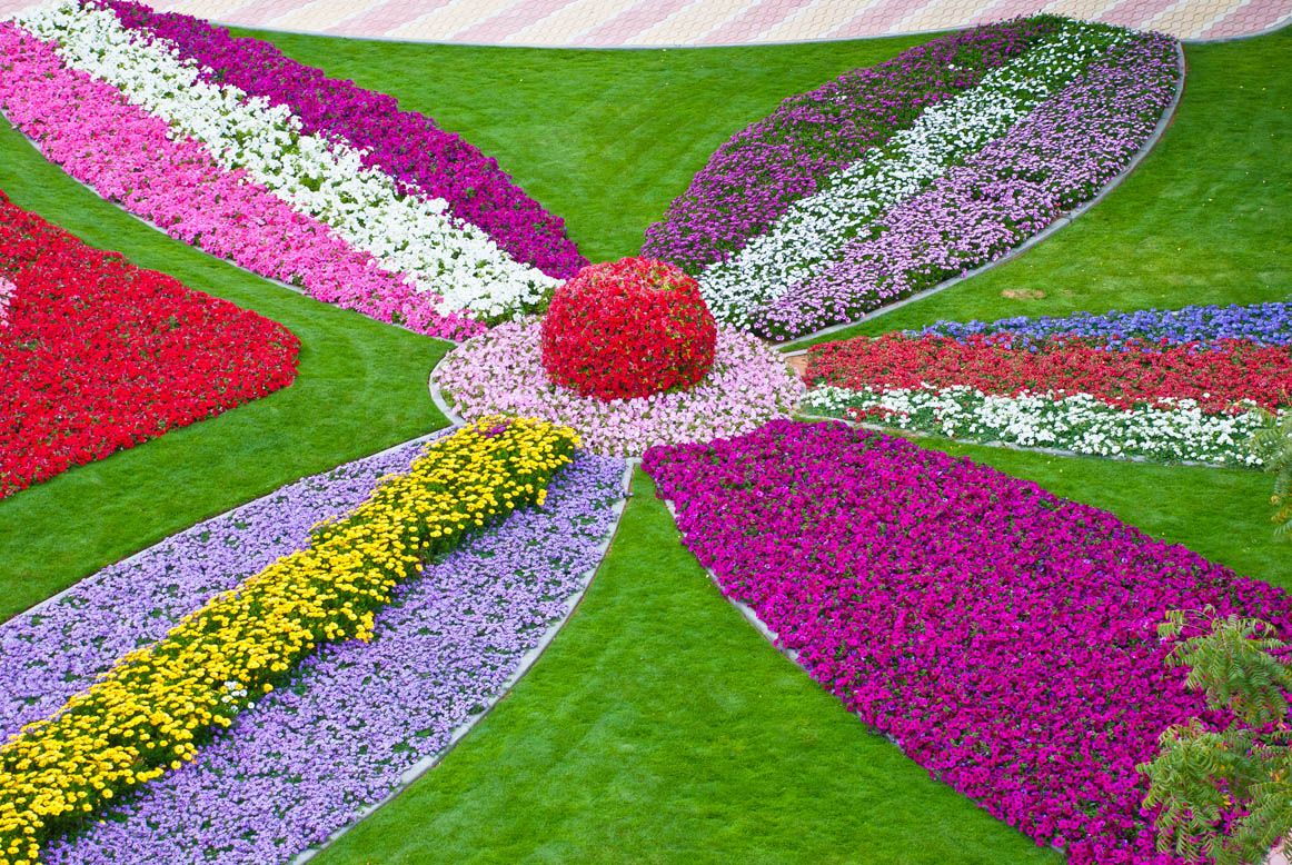 Nice garden of paradise 1024x685 colorful flower garden for Beautiful flower landscapes