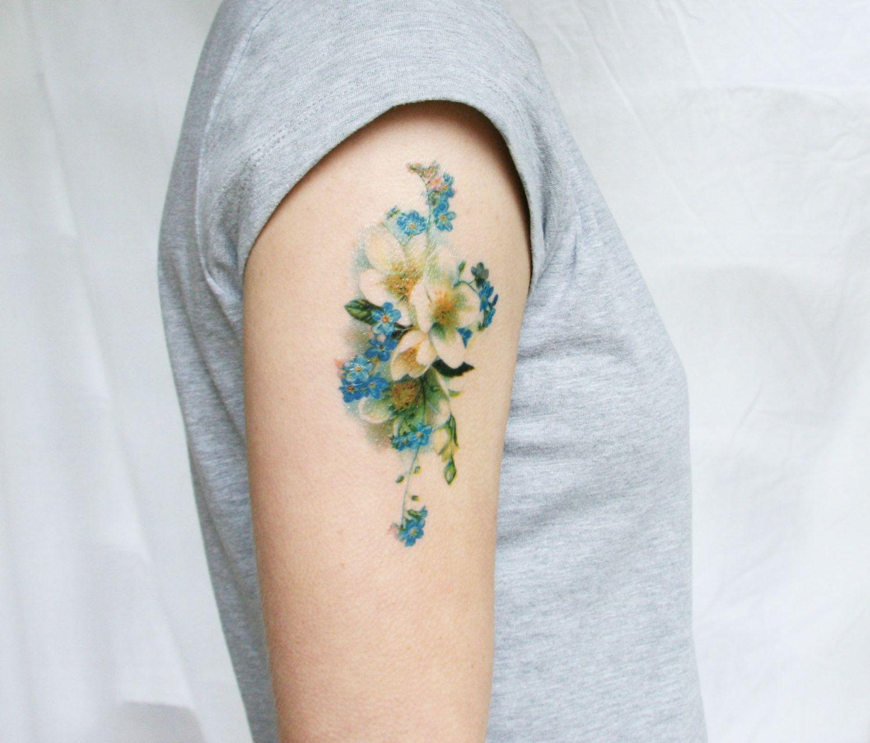 Татуировки цветные цветы для девушек 94
