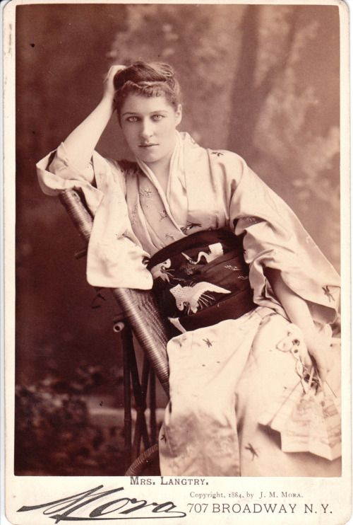 Japanesque :Lillie Langtry (1853-1929), British actress -...