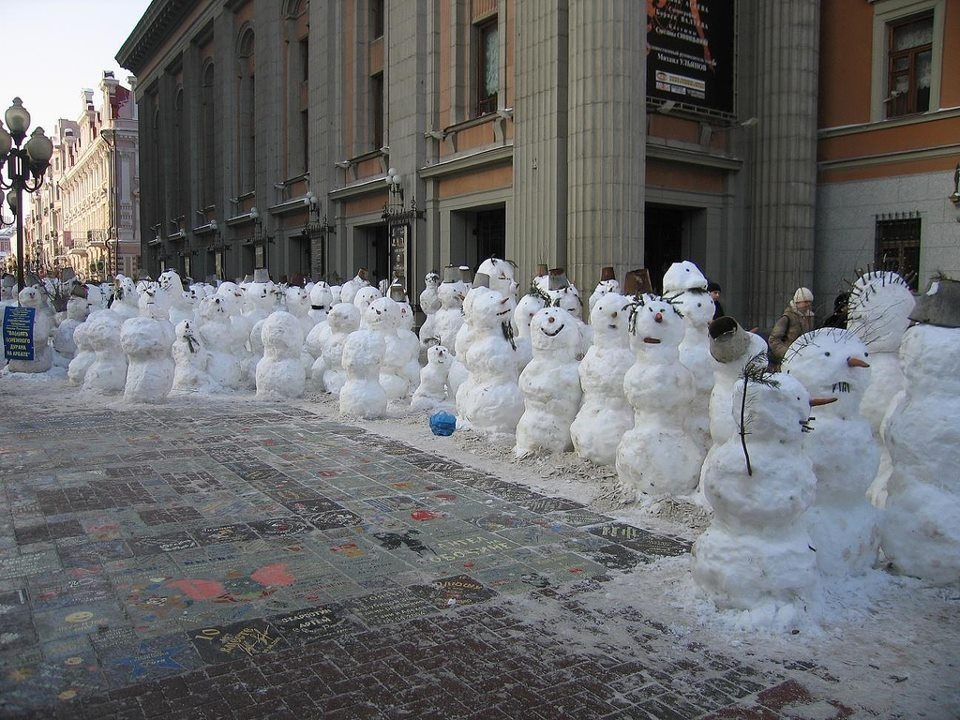 Funny snowmen on the street.