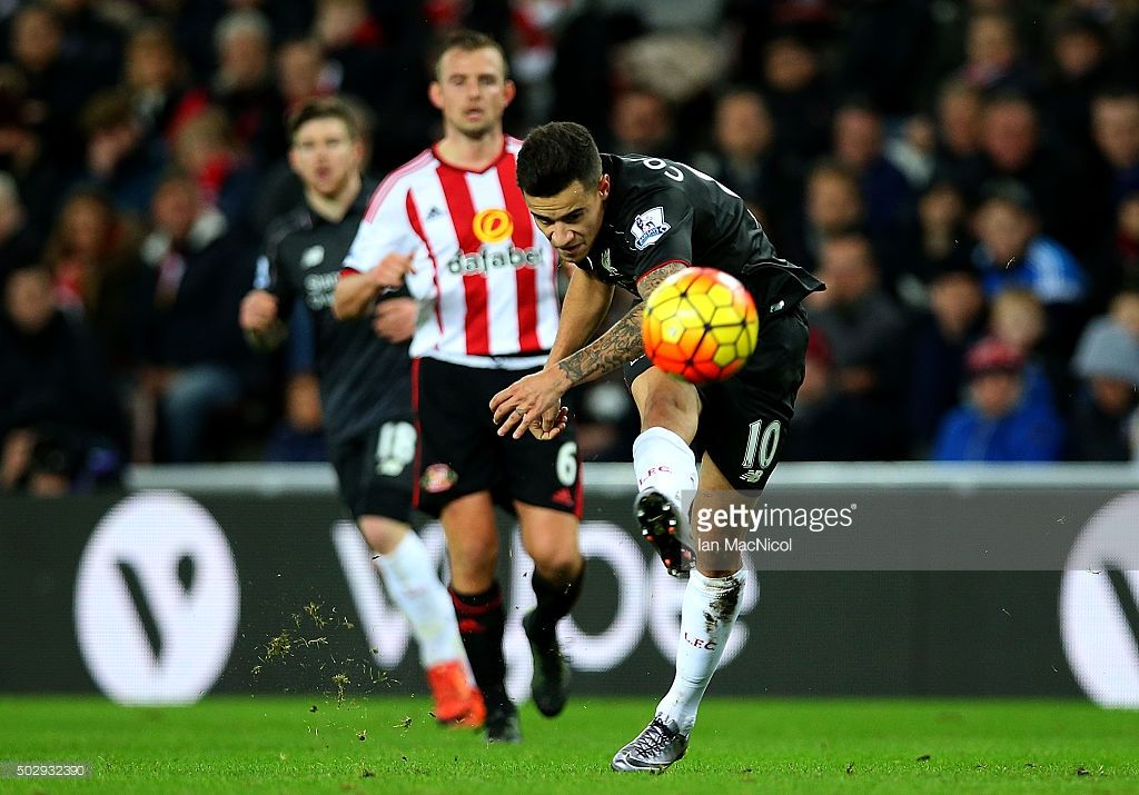Philippe Coutinho of Liverpool shoots at goal during the Barclays Premier League match between Sunderland and Liverpool at Stadium of Light on December 30, 2015 in Sunderland, England.