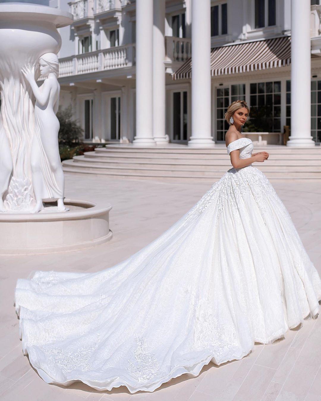 Pin By Eliane Abou Chacra Mahfouz On My Fashion Guide Summer Wedding Dress Fall Wedding Dresses Outdoor Wedding Dress Lace [ 1349 x 1080 Pixel ]