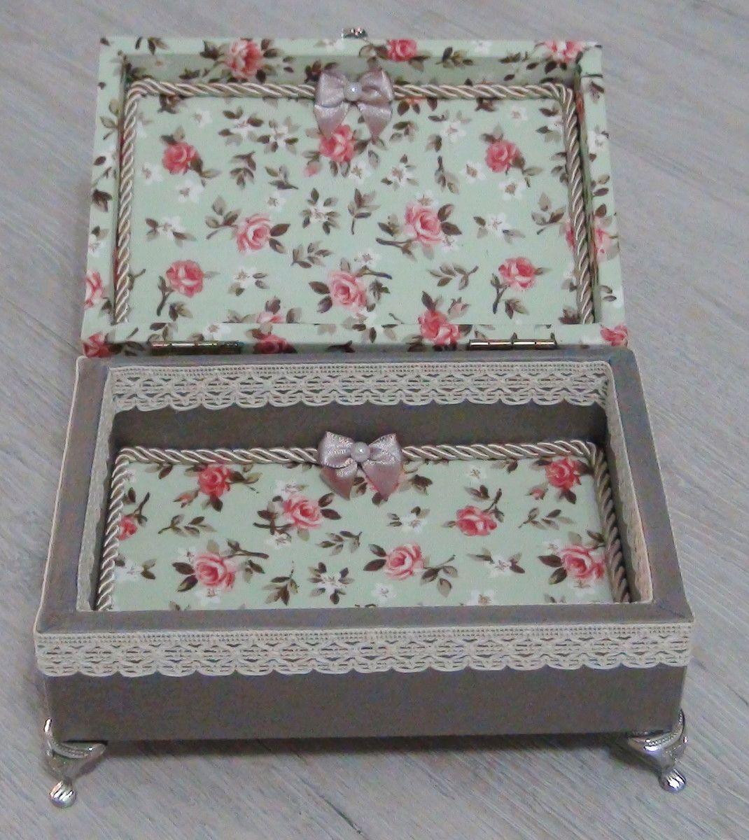 Caixa em MDF revestida com tecido 100% algodão. Apliques em renda ... 93c5714d8ef