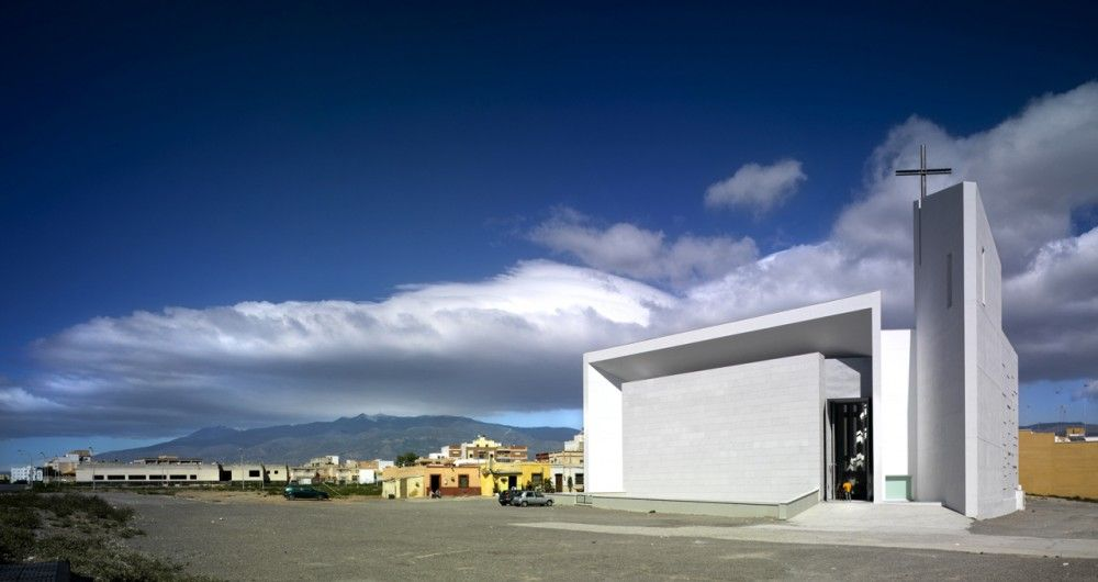 Santa Ana and San Joaquín Church / RGRM Arquitectos