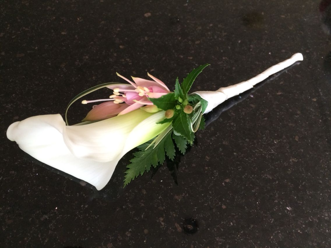 Richard's beautifully made buttonhole. So elegant! Another Chanan's signature x