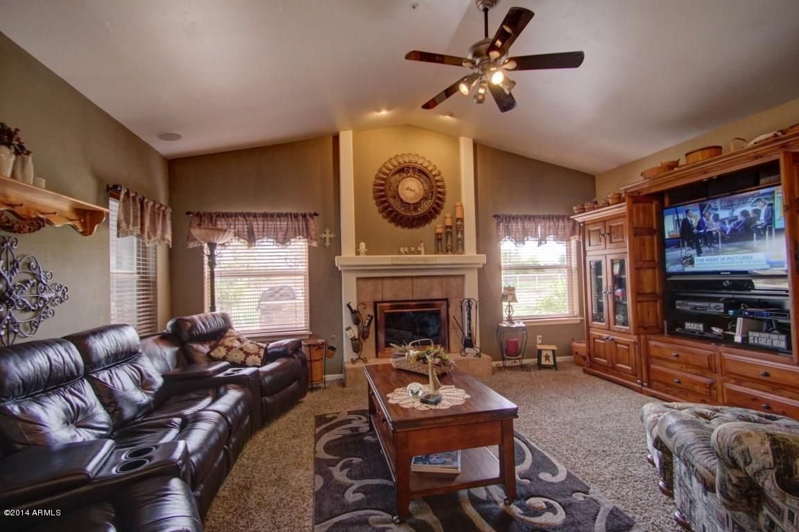 Tips for Realtors: Turn off the TV before you take the picture, it's distracting in the photo.
