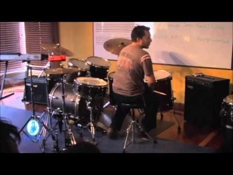 """Horacio """"el negro"""" Hernandez aprendiendo ritmos colombianos"""