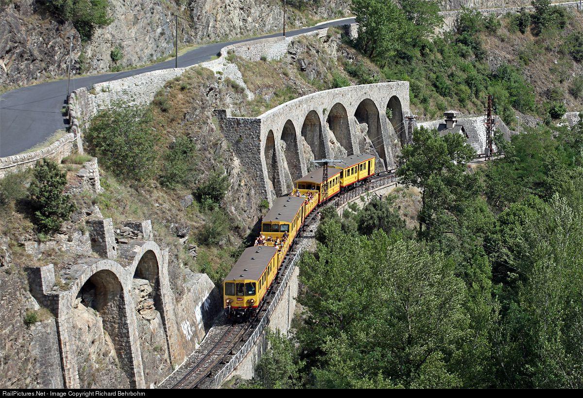 On the metre gauge line Latour de Carol Enveitg - Villefranche Vernet les Bains the power is electric 850v DC with a third rail.