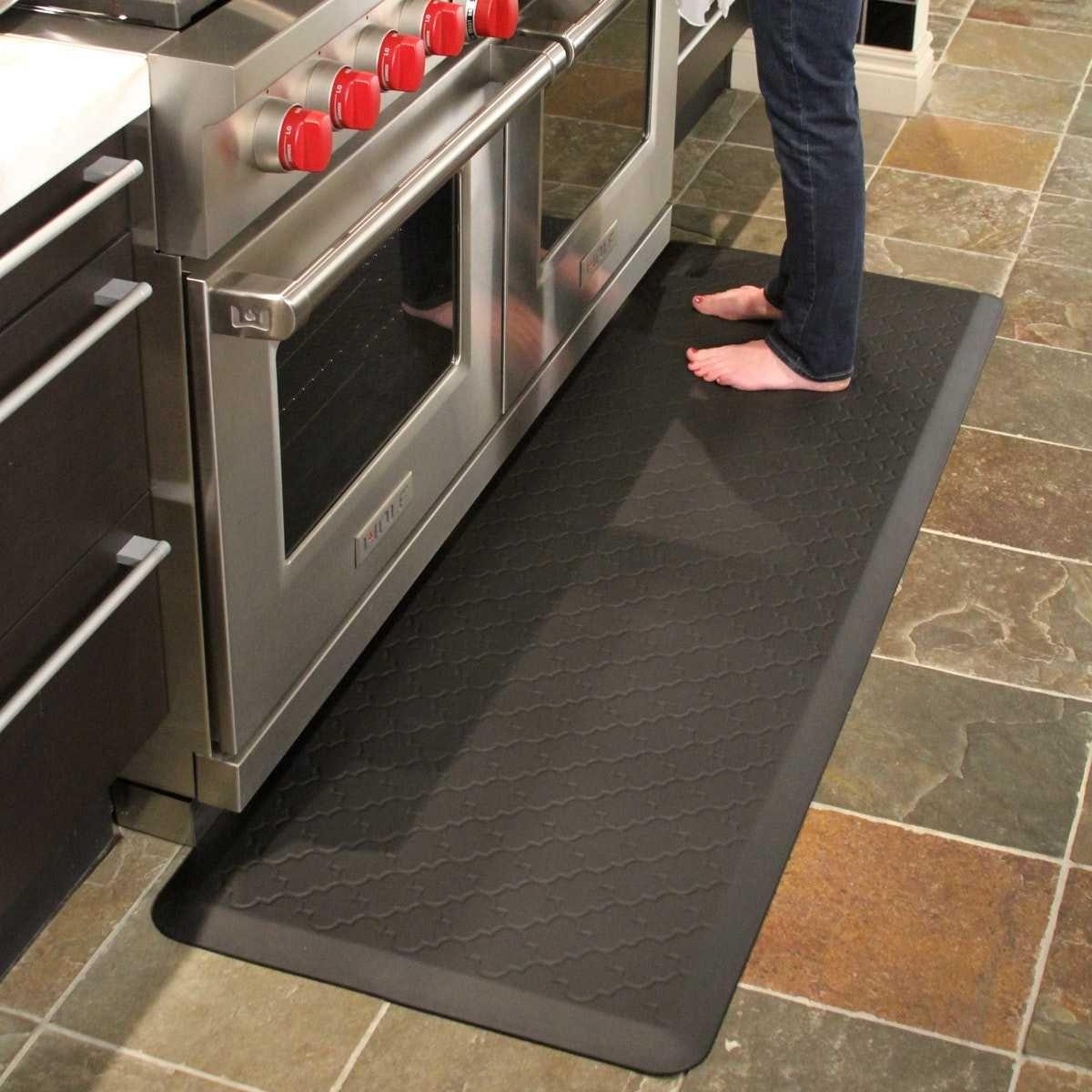 Kitchen Floor Mats Comfort And Ergonomic Type Of Mats In 2020 Kitchen Mats Floor Anti Fatigue Flooring Flooring