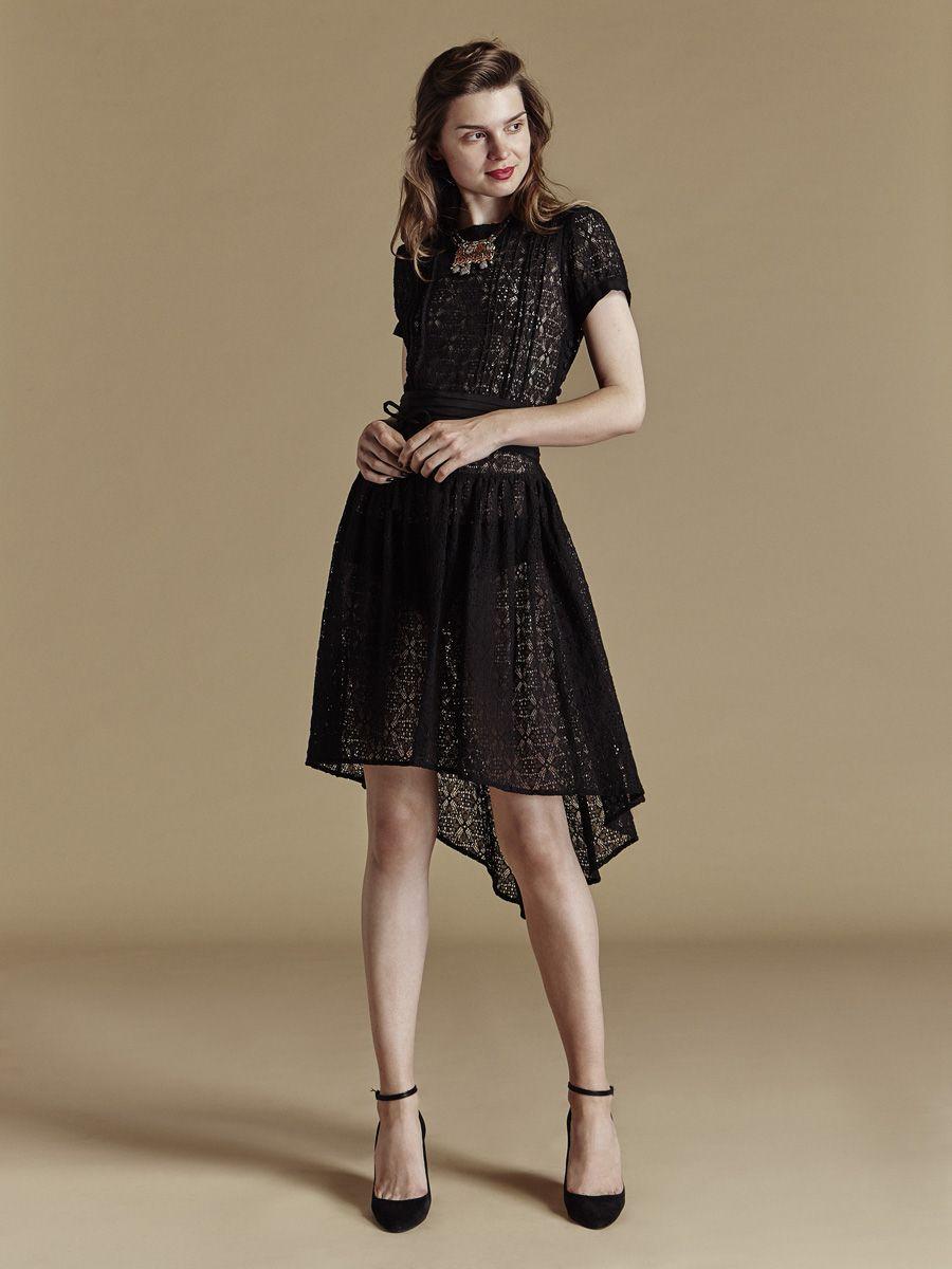 23b14240cb6 Look et accessoire de fête reveillon chic et glamour -Robe asymetrique en  dentelle transparente sexy