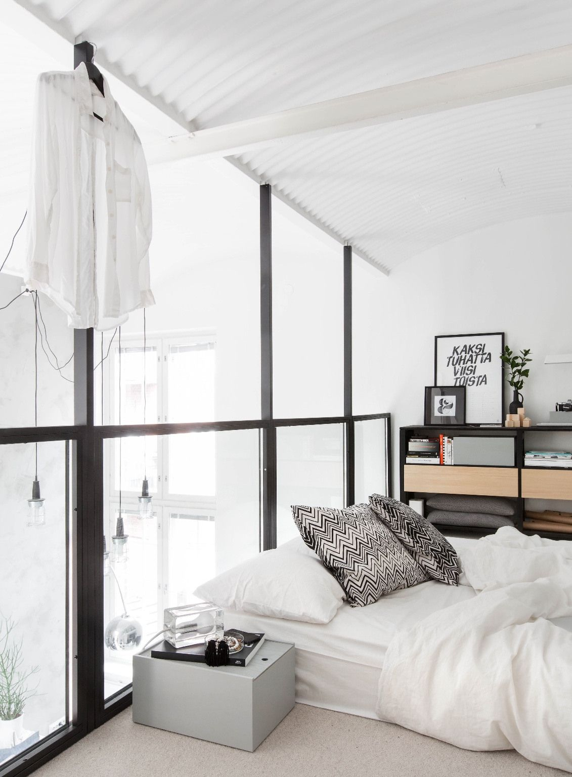 Loft bedroom with bathroom  Pin by evelyne JAMART on Meuble et décoration  Pinterest  Lofts