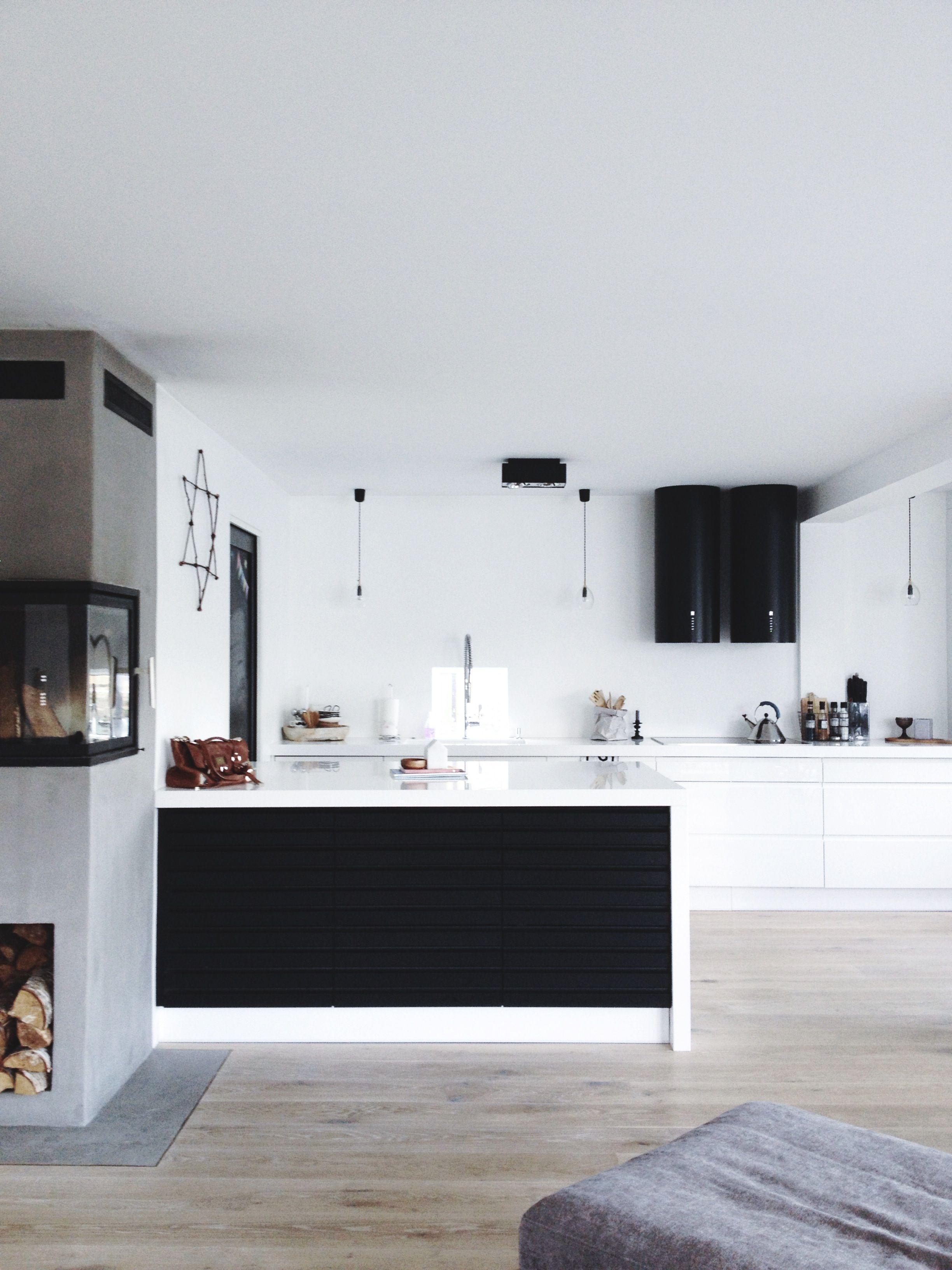 Un Joli Contraste Noir Et Blanc Pour Cette Cuisine Moderne Double