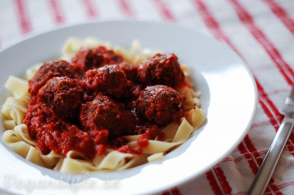 Lady & Lufsens veganska dröm: Tagliatelle med bönbollar i tomatsås